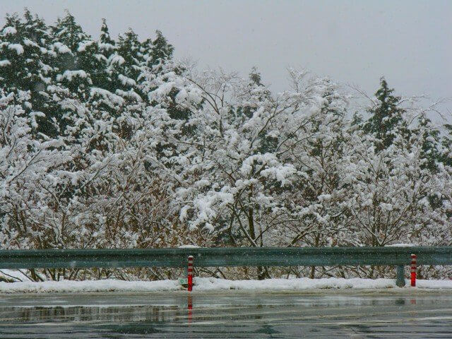冬季の雪道は危険
